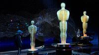 Sejumlah patung terlihat di panggung Academy Awards atau Oscar 2019 di Hollywood, California, AS, Sabtu (23/2). Tidak ada pengganti pembawa acara yang ditunjuk untuk membawakan Piala Oscar 2019. (Kevork Djansezian/Getty Images/AFP)