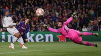Aksi penyerang Barcelona, Philippe Coutinho (kedua dari kiri) saat melawan Liverpool. (AP Photo/Manu Fernandez)