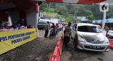 Suasana Pos Penyekatan Lebaran 2021 di Ciloto, Cianjur, Jawa Barat (9/5/2021). Pos penyekatan di parbatasan Bogor dan Cianjur selama 24 jam ini ditujukan kepada kendaraan para pemudik yang selanjutnya akan memutar balik para pemudik dalam upaya pengendalian COVID-19. (merdeka.com/Arie Basuki)