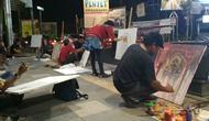 Para pelukis Cirebon mengaku saat ini minat generasi penerus terhadap karya seni lukis minim. Foto (Liputan6.com / Panji Prayitno)
