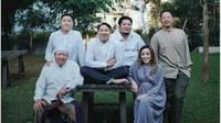 Keluarga Ringgo Agus Rahman saat lebaran 2019. (dok.Instagram @ringgoagus/https://www.instagram.com/p/ByWpuQAg5Sw/Henry