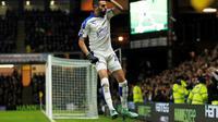 Gelandang Leicester City, Riyad Mahrez rayakan gol ke gawang Watford (Reuters)