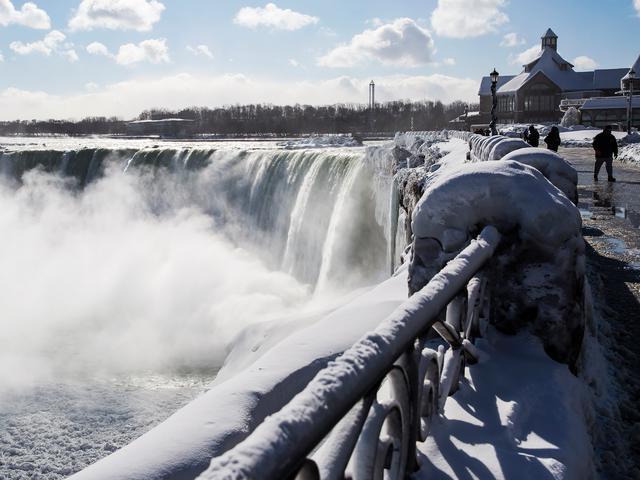 Sengaja Jatuhkan Diri Ke Air Terjun Niagara Pria Ini Selamat Dari Maut Global Liputan6 Com
