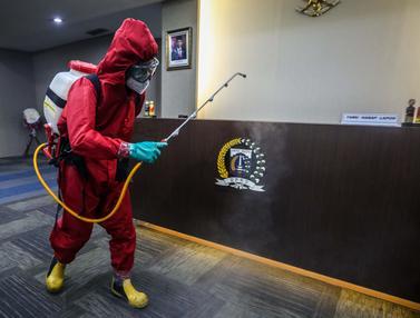 FOTO: Penyemprotan Disinfektan Gedung DPRD DKI Jakarta