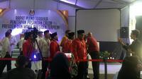 Sekjen parpol Koalisi Jokowi-Ma'ruf menghadiri rapat penetapan presiden dan wakil presiden terpilih di Gedung KPU. (Lizsa Egeham)