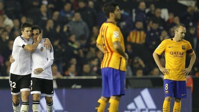 Valencia menahan imbang Barcelonadi pekan ke-14 La Liga Spanyol dengan skor 1-1. Santi Mina mencetak gol bagi Valencia di injury time, Sabtu (5/12/2015).