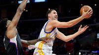 Thompson mencelposkan bola ke jaring Clippers (Reuters)
