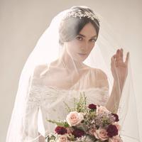 Mulai dari tradisional sampai modern, wedding makeup ini tampak stunning di wajah seleb ini. (Sumber foto: victoria_makeupatelier/instagram)
