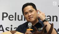 Ketua Umum Inasgoc, Erick Thohir saat jumpa pers peluncuran album Asian Games 2018 di Stadion Akuatik, Jakarta, Jumat (13/7). Terdapat 13 judul lagu yang terkumpul dalam album Asian Games 2018. (Liputan6.com/Herman Zakharia)