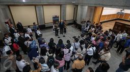 Suasana konferensi pers usai acara Indonesia - U.S Aviation Working Group, Indonesia - U.S Cooperating For Aviation Growth di Ruang Mataram, Gedung Kemenhub, Selasa (17/1). (Liputan6.com/Faizal Fanani)