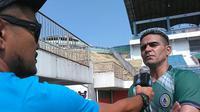Cristian Gonzales tak sabar debut bersama PSS Sleman. (Bola.com/Ronald Seger Prabowo)