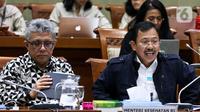 Menteri Kesehatan, dr Terawan Agus Putranto mengikuti rapat kerja bersama Komisi IX DPR RI di Kompleks Parlemen, Senayan, Jakarta, Senin (3/2/2020). Rapat ini menjadi evaluasi proses kepulangan Warga Negara Indonesia (WNI) dari Wuhan, China, yang saat ini berada di Natuna. (Liputan6.com/Johan Tallo)
