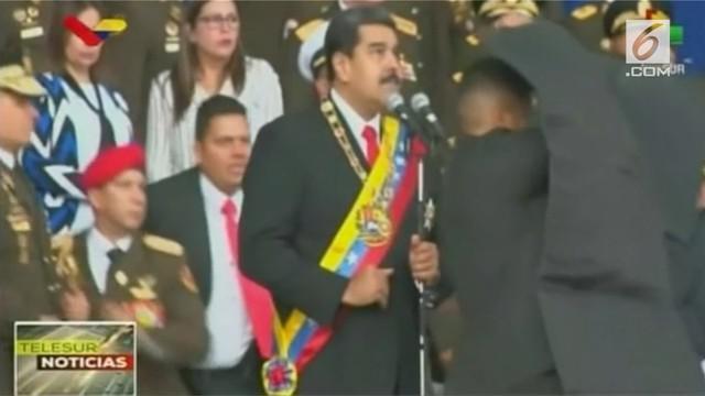 Saat Presiden Venezuela sedang memberikan pidato, tiba-tiba bom meledak berasal dari drone. Ini terjadi saat siaran langsung televisi.