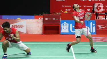 Pebulutangkis Indonesia, Greysia Polii/Apriyani Rahayu merayakan kemenangan usai melawan Maiken Fruergaard/Sara Thygesen (Denmark) pada final ganda putri Indonesia Masters 2020 di Istora GBK, Jakarta, MInggu (19/1/2020). Greysia/Apriyani unggul 18-21 21-11 23-21. (Liputan6.com/Helmi Fithriansyah)