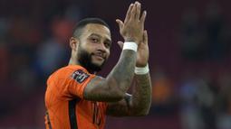 Memphis Depay bersama Belanda sukses berpesta gol ke gawang Turki dengan skor 6-1. Ketajaman duet Depay-Klaassen menjadi momok menakutkan lini belakang Turki. Mereka mampu memperagakan umpan satu-dua yang mampu memperdaya lawan. (Foto: AFP/John Thys)