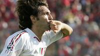 Andrea Pirlo mengaku pernah mendapat tawaran untuk hijrah ke Barcelona ketika masih menjadi pemain AC Milan. (AFP/Patrick Hertzog)