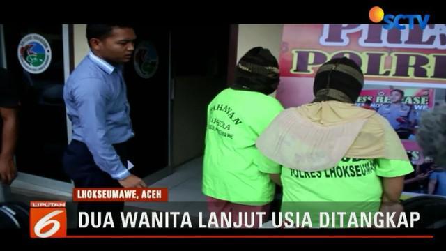 Dua wanita lanjut usia (Lansia) ditangkap oleh aparat gabungan di Lhokseumawe, Aceh, Sumatera Utara, karena menjual minuman keras (Miras).