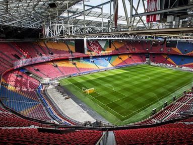Sebelum bernama Johan Cruyff ArenA, stadion ini memiliki nama Amsterdam ArenA sebagai markas dari klub Ajax Amsterdam. Penggantian nama stadion untuk mengenang legenda Ajax Amsterdam Johan Cruyff yang wafat pada 24 Maret 2016. (AFP/Remko de Wall/ANP)