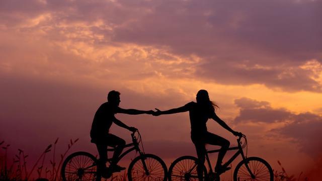 Melakukan Aktivitas Menyenangkan Bersama Pasangan