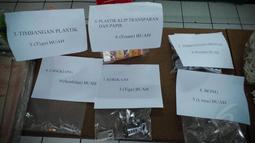 Dalam hasil penggerebekan, ditemukan 5 kilogram ganja kering, dan 5 gram sabu di ruangan senat mahasiswa. (Liputan6.com/Faizal Fanani)