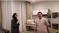 Zee Zee Shahab di rumah baru Sahrul Gunawan. (foto: Youtube 'BuZee Channel')