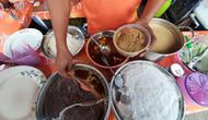 Bubur Kampiun khas Bukittinggi ada di Festival Kuliner Serpong. (Liputan6.com/Pramita Tristiawati)
