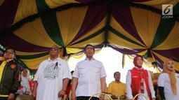 Politikus Partai Hanura Wiranto (tengah) saat menghadiri kampanye capres dan cawapres nomor urut 01 Joko Widodo-Ma'ruf Amin di Lapangan Padebulo, Gorontalo, Selasa (2/4). Wiranto memipin langsung kampanye perdana pasangan nomor urut 01 di Gorontalo. (Liputan6.com/Arfandi Ibrahim)