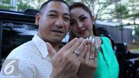 Regina Andriane Saputri dan suami baru, Krisna Murti. [Foto: Herman Zakharia/Liputan6.com]