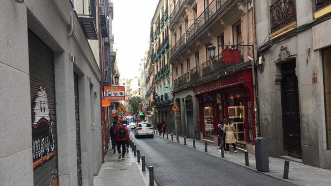 Salah satu lorong di kawasan wisata, Puerta del Sol, Madrid, Spanyol (Marco Tampubolon/Liputan6.com)