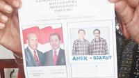 Surat suara bergambar Ahok - Djarot itu ditemukan saat penghitungan hanya tersisa tiga lembar surat suara Pilkada Jayapura. (Liputan6.com/Katharina Janur)