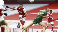 Pierre-Emerick Aubameyang melakukan tembakan ke gawang Sheffield United pada pertandingan Liga Inggris di Stadion Emirates di London, Minggu, 4 Oktober 2020. (Clive Rose/Pool via AP)
