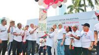 Menlu Palestina Riyad al-Maliki (kiri, tengah) dan Menlu RI Retno Marsudi (kanan, tengah) saat Walk for Peace and Humanity, Indonesian Solidarity Week for Palestine di Jakarta (14/10) (sumber: Kemlu RI)