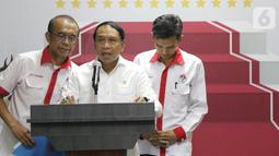 Menpora, Zainudin Amali (tengah) memberi keterangan terkait kesiapan Indonesia sebagai tuan rumah Piala Dunia U-20 2021, Jakarta, Kamis (24/10/2019). Indonesia resmi ditunjuk FIFA sebagai penyelenggara Piala Dunia U-20 pada 2021. (Liputan6.com/Helmi Fithriansyah)