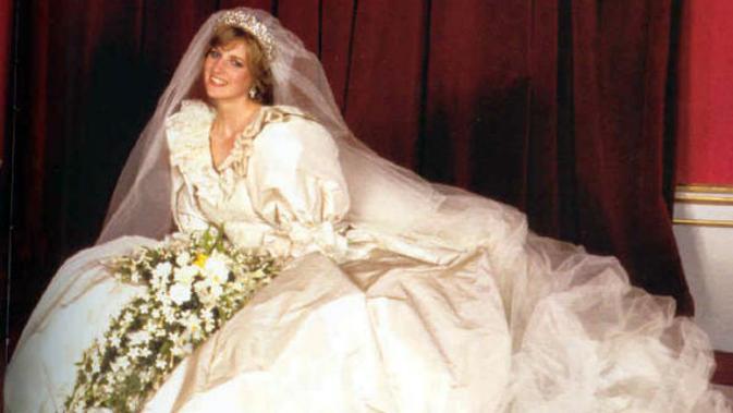 Gaun pengantin Putri Diana menjadi salah satu baju pernikahan paling ikonik sepanjang masa (Wikipedia)