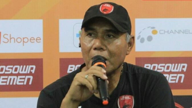 Pelatih kiper PSM Makassar di Liga 1 2019, Herman Kadiaman. (Bola.com/Abdi Satria)