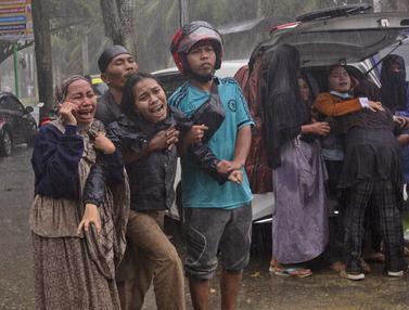 Tangis Histeris Keluarga Korban Gempa Magnitudo 6,, di Mamuju