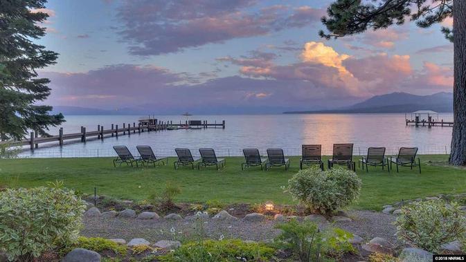 Halaman depan rumah Mark Zuckerberg di tepi Danau Tahoe. Dok: Tahoe Luxury Properties via Variety