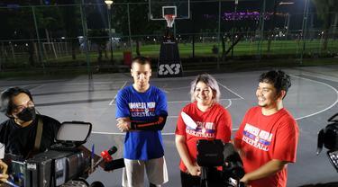 Indra Bekti dan Samuel Rizal ngabuburit bersama tim basket Indonesia Muda dan anak-anak yatim
