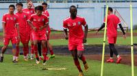 Makan Konate saat menjalani latihan perdana bersama Arema musim 2019. (Bola.com/Iwan Setiawan)