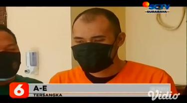 Tersangka AE (32) warga Sidoarjo, Jawa Timur, kini hanya bisa merenungi nasibnya di sel tahanan kantor Polsek Waru Sidoarjo pada Selasa Sore (17/11). Pelaku ditangkap karena menggelapkan motor karena terlilit utang.