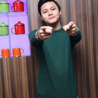 Sedangkan dalam Best New Artist (Male) ia bersaing dengan pendatang baru lainnya, seperti Haris baba, Jaz, Syamel, dan Haikal. (Nurwahyunan/Bintang.com)