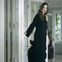 Foto Eksklusif Nia Ramadhani. (Fotografer: Bambang E. Ros/Fimela.com, Digital Imaging: Iqbal Nurfajri/Fimela.com/ Stylist: Wisnu Genu/Fimela.com, Assymetrical dress & stiletto: Valentino)