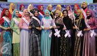 Finalis Puteri Muslimah Indonesia 2016 berpose seusai jumpa pres Puteri Muslimah Indonesia 2016  di SCTV Tower, Jakarta, Selasa (03/05). 20 finalis Puteri Muslimah akan mengikuti kegiatan karantina di Jakarta. (Liputan6.com/Herman Zakharia)