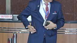 Sekjen Partai Demokrat, Hinca Panjaitan berada di dalam gedung KPK, Jakarta, Kamis (15/3). Hinca Panjaitan bertemu dengan petinggi KPK untuk membahas pencegahan dan pemberantasan korupsi , khususnya di internal parpol. (Liputan6.com/Herman Zakharia)
