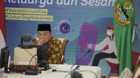 Gubernur Jawa Barat (Jabar) Ridwan Kamil menghadiri doa bersama lintas agama bertajuk #PrayFromHome yang dihadiri juga oleh sejumlah tokoh agama di Indonesia via konferensi video dari Gedung Pakuan, Kota Bandung, Minggu (11/7/2021).