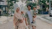 Potret Keluarga Kecil Ricky Harun dan Herfiza. (Sumber: Instagram.com/rickyharun)