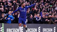 Pemain Chelsea, Eden Hazard melakukan selebrasi usai mencetak gol ke gawang Huddersfield Town dalam dalam lanjutan Liga Inggris di Stadion Stamford Bridge, London, Sabtu (2/2). Chelsea membantai Huddersfield Town 5-0. (AP Photo/Alastair Grant)