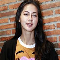Paula Verhoeven terharu karena tingkah Baim Wong. (Deki Prayoga/Fimela.com)