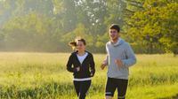 Berolahraga di pagi hari memberikan banyak energi yang membuat kita mampu beraktivitas sehari penuh tanpa rasa lelah.