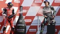 Dua pembalap akademi VR46: Pecco Bagnaia dan Franco Morbidelli naik podium MotoGP San Marino, Minggu (13/9/2020). (ANDREAS SOLARO / AFP)